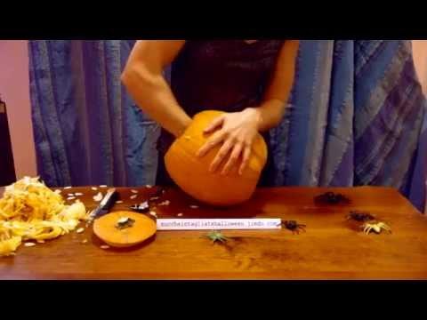 Essiccazione Zucca Di Halloween.Lezione 1 Svuotare Le Zucche Di Halloween By Zuccheintagliatehalloween Jimdo Com