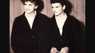 Watch Everly Brothers Take A Message To Mary video