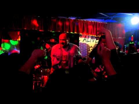 Ultimatum - Vrati Se (Live - Legends Bar Split)