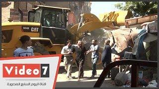 مواطن يصرخ ويسب أثناء تنفيذ حملة إزالة فى أول أيام رمضان بإمبابة