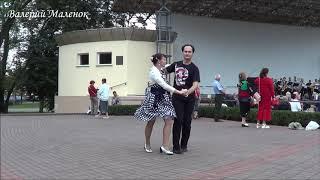 ЛЮБОВЬ ИЗ БЕЛЫХ РОЗ! Классный танец от тренеров ПАПАЗОВЫХ! Music! Dance!