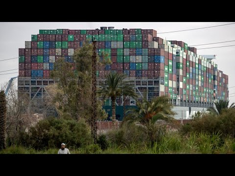 Container ship returns to Suez Canal