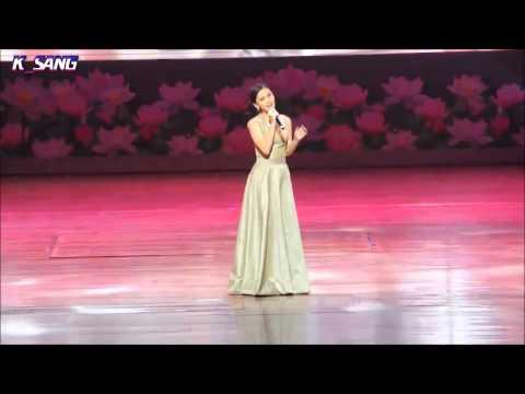 ออม ร้องเพลง หวงห่วง @Si Lan Live in Bangkok 22Dec13 cam