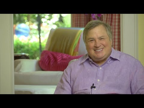 Trump Lives in a White House Filled with Obama Spies!Dick Morris TV: Lunch ALERT!