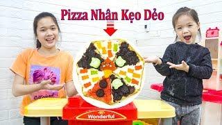 Dạy Bé Cách Làm Pizza Nhân Kẹo Dẻo - Trang Vlog