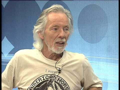 Der Weltkünstler KLAUS VOORMANN in Wien 2004 beim Fernsehsender PulsTv