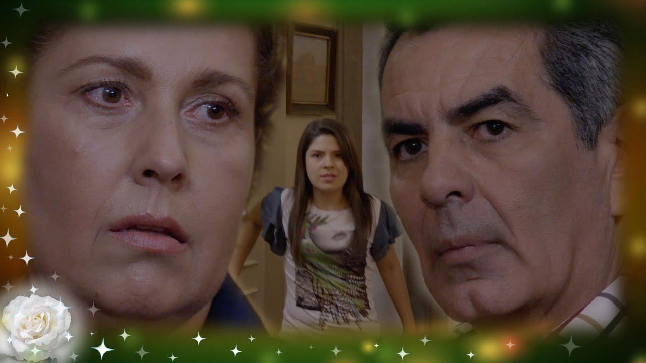 La Rosa de Guadalupe: Laura descubre a su papá con su tía Pilar | El amor no olvida
