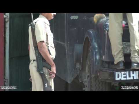 Indian Police Officer with L1A1 self-loading rifle (FN FAL derivative)