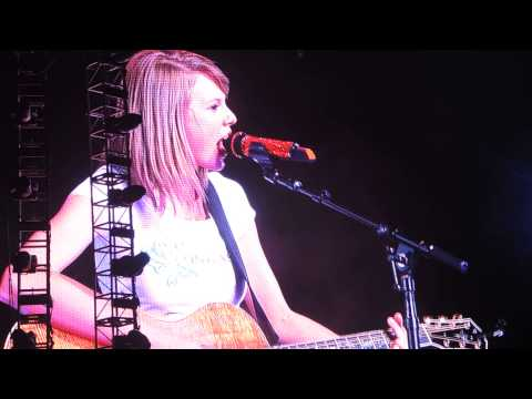 Taylor Swift RED Tour SG: Long Live