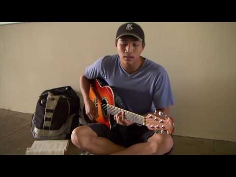 Honolulu CC student performs between classes