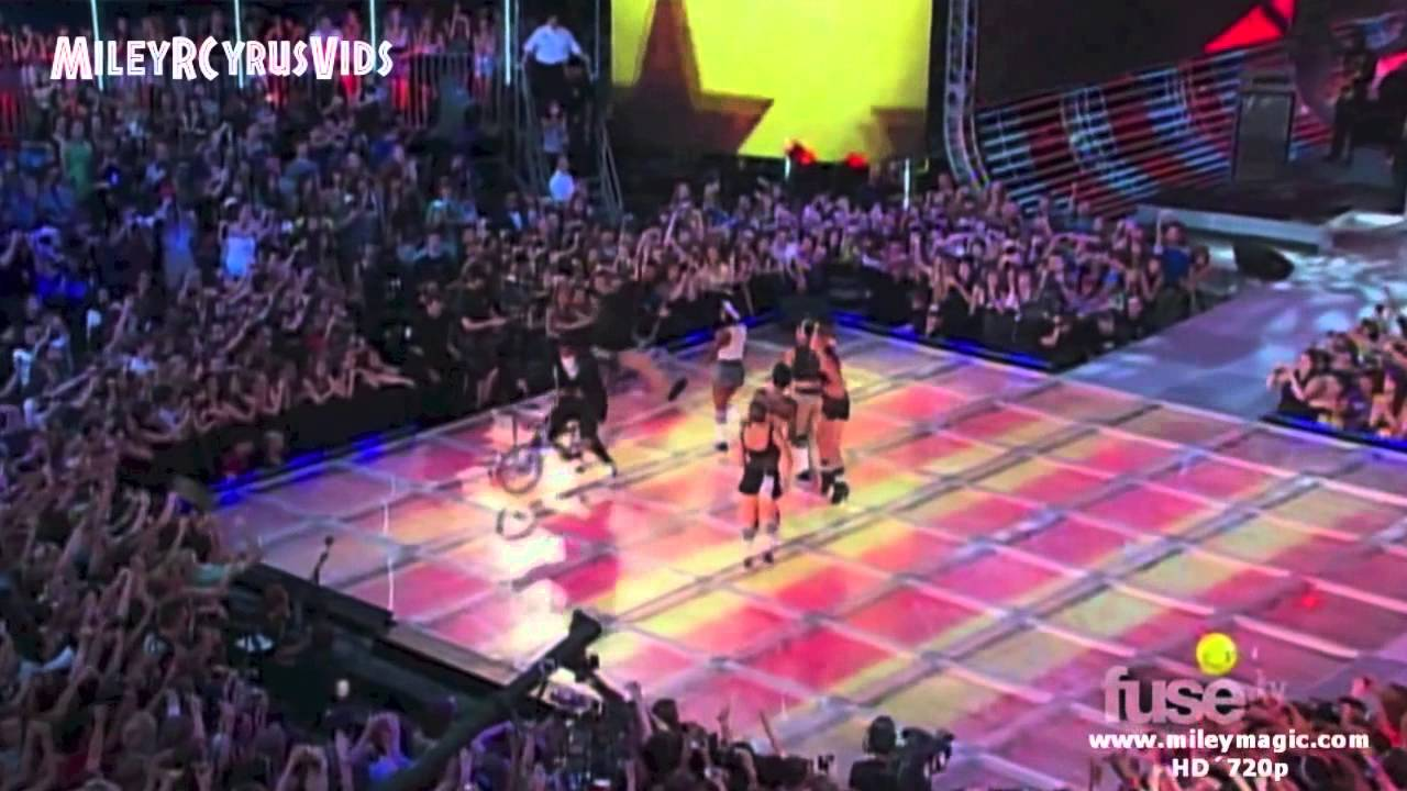 Miley Cyrus - Party In The USA (performances)