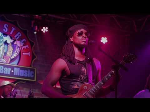 Omari Banks live at South Street