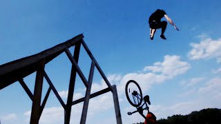 Gambar cover Huge Bike Jump Into a Lake