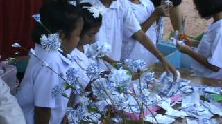 Repeat youtube video ทำดอกไม้จากถุงนม.MPG