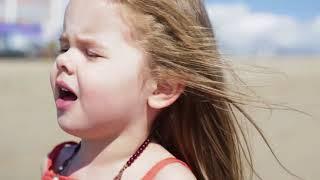 niña de 3 años canta la cancion de '''cuan lejos voy''' de moana