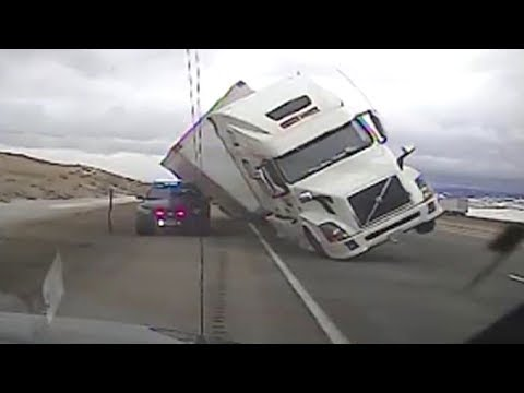 EXTREME TRUCK DRIVERS! Stupid Truck Driving Fails Caught On Camera AUGUST 2017