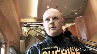Repeat youtube video SHOCKING VIDEO   COP Protects 1st Amendment at TSA Opt Out & Film Campaign