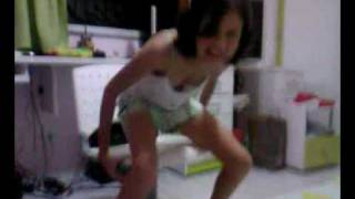 Repeat youtube video Bibika  -  Na dança do Avião.:)