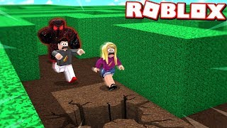 ROBLOX ESCAPE the BEAST'S NEW HOUSE with MY WIFE! (Flee The Facility)