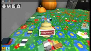 Roblox-Bee Swarm Simulator/Royal Jelly behind the pumpkin!