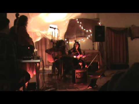 Anna and Arko - Fox song(english folk tune) and Aha oi aanka banka(shyamal mitra) live at Stroud.mp4