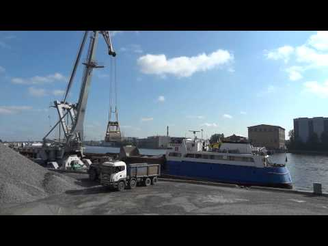 Floating crane Ganz unloading gravel. part 1