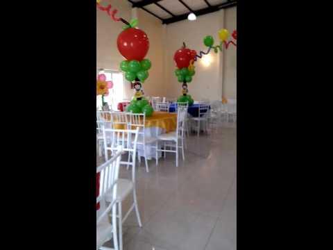 Blanca nieves decoracion con globos youtube for Decoracion para pared blanca