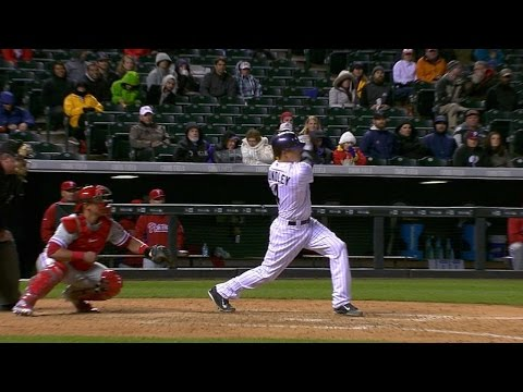 Hundley launches a go-ahead solo homer