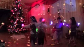 Танец со светящимися шариками