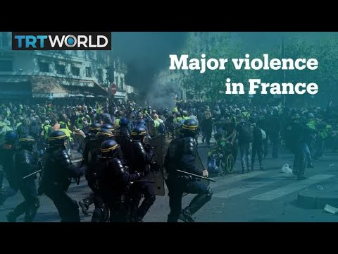 Clashes in Paris at the 23rd Yellow Vest protest