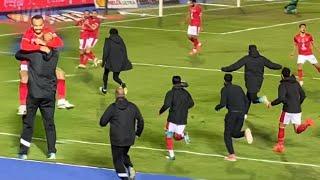 القاضية ممكن.. احتفال جنوني لقفشة ولاعبي الأهلي عقب العودة أمام المقاولون وإحراز الهدف الثالث