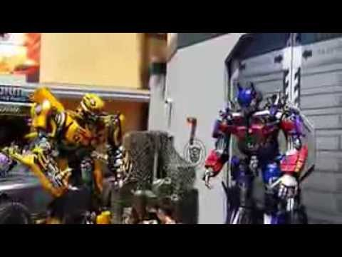 Universal Studios Bumblebee  and Optimus Prime
