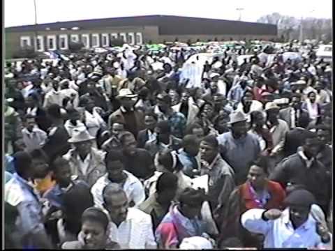 20 Avril 1990: Manifestasyon Ayisyen devan American Red Cross nan Massachusetts