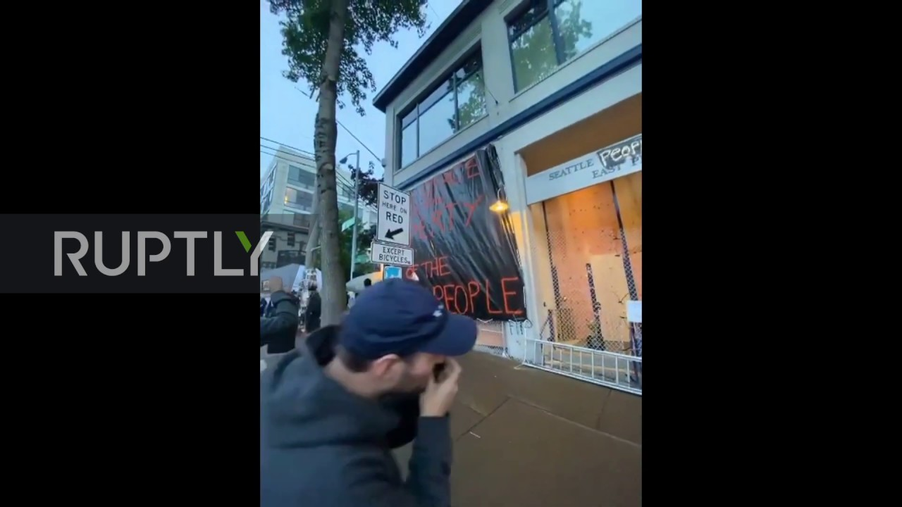 USA: Protesters set up camp outside abandoned Seattle police station