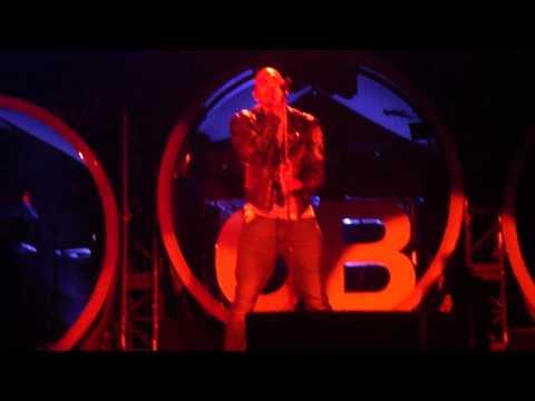 Chris Brown singing Next To You FAME tour 2011