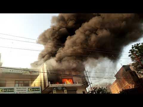 Haridwar news 09/04/2018  jwalapur fire in mattres showroom building