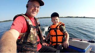 Первая рыбалка !!! Внук начинает осваивать все прелести рыбалки.