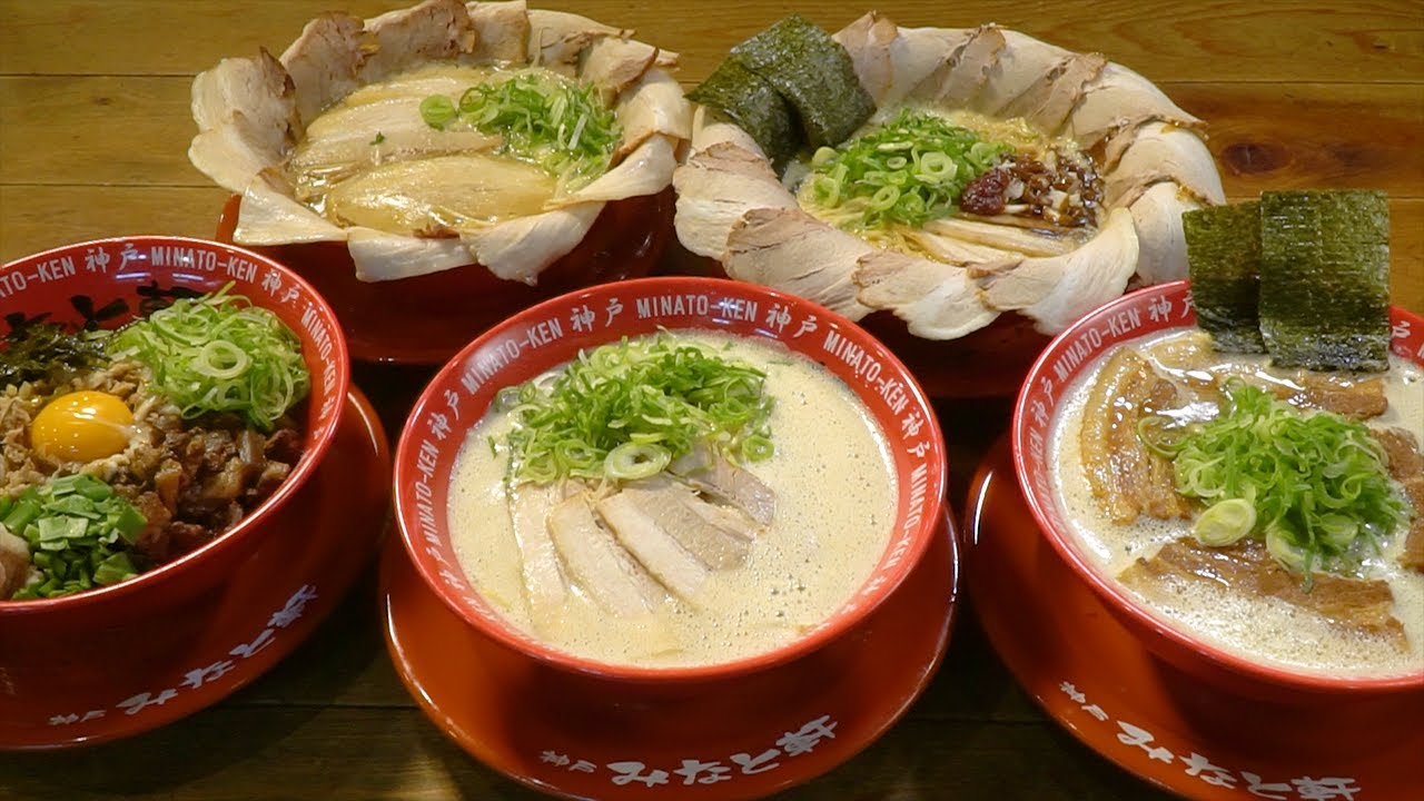 Tonkotsu (pork bone broth) ramen paying special attention to chashu (roast pork), soup, and noodles