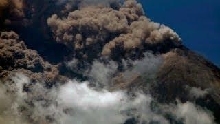 Guatemala'da Fuego yanardağı patlıyor