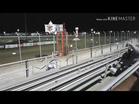 Mini haulers race 8 laps at 34 Raceway