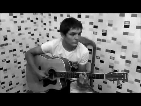 парень поет от души под гитару !!!!!! (В небе звезды горят)