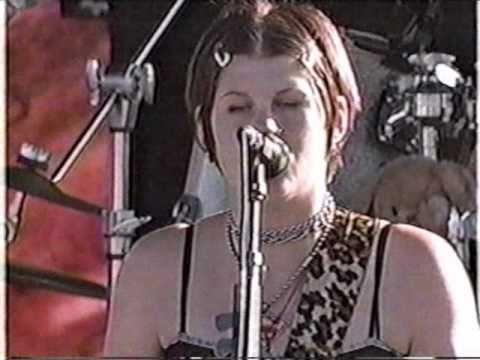 Kittie - Spit (Live) - Ozzfest 2000