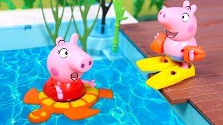 PEPPA PIG 🐷💦 Peppa y George juegan en la piscina