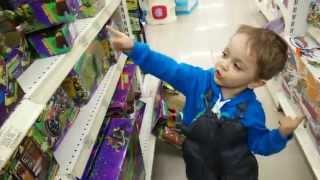 купи мне ниндзя черепашки. ВОТ ЭТИ!!!(В магазине игрушек., 2015-04-01T20:58:22.000Z)