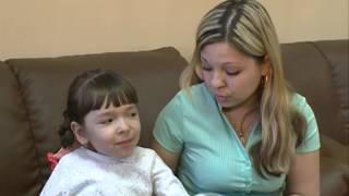 Ребенку подарили коляску с ручным электроприводом(Этот день 8-летняя Полина Волкова запомнит на всю жизнь. С сегодняшнего дня она сможет передвигаться без..., 2014-04-10T12:49:50.000Z)