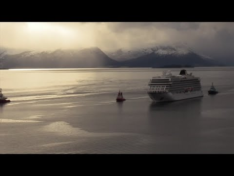 Stranded cruise ship arrives at Norwegian port