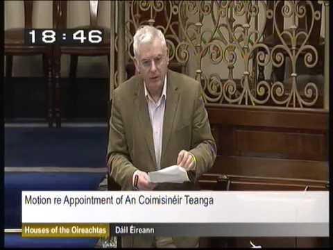 Níl an Rialtas dáiríre faoi chearta lucht labhartha na Gaeilge!