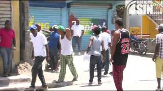 Se enfrentan policías y motoconchistas en Nigua