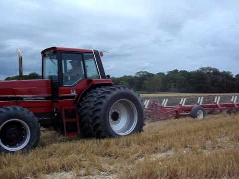 International 5288 And 5488 Mfds Plowing Youtube