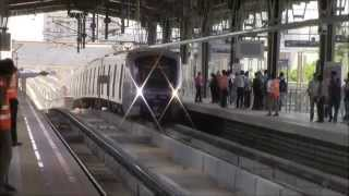 Must Watch!! Mumbai Metro Train Makes A Stylish Entry Into Andheri!